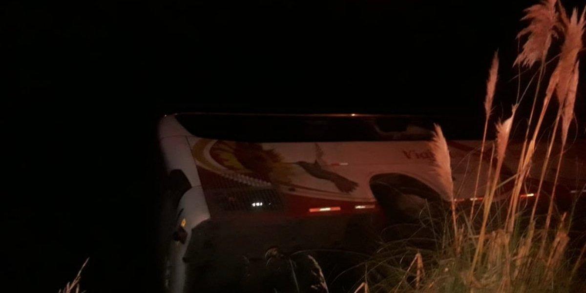 Bus se volcó en la vía Ambato –Riobamba