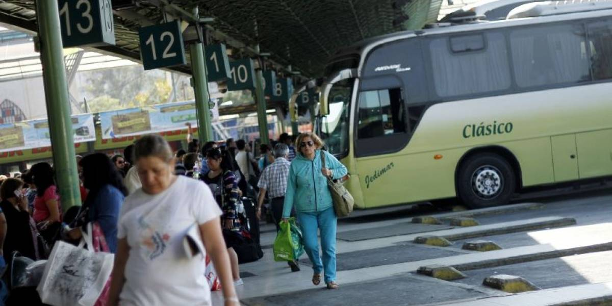 Industria de buses espera alza de 19% en precio de pasajes para este fin de semana largo
