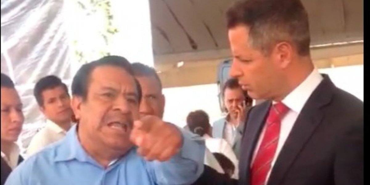 'Ya dejen de robar', encara maestro de Oaxaca a Alejandro Murat
