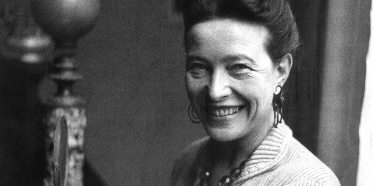 Famosa por romper preconceitos, Simone de Beauvoir tem livro sobre sua vida relançado