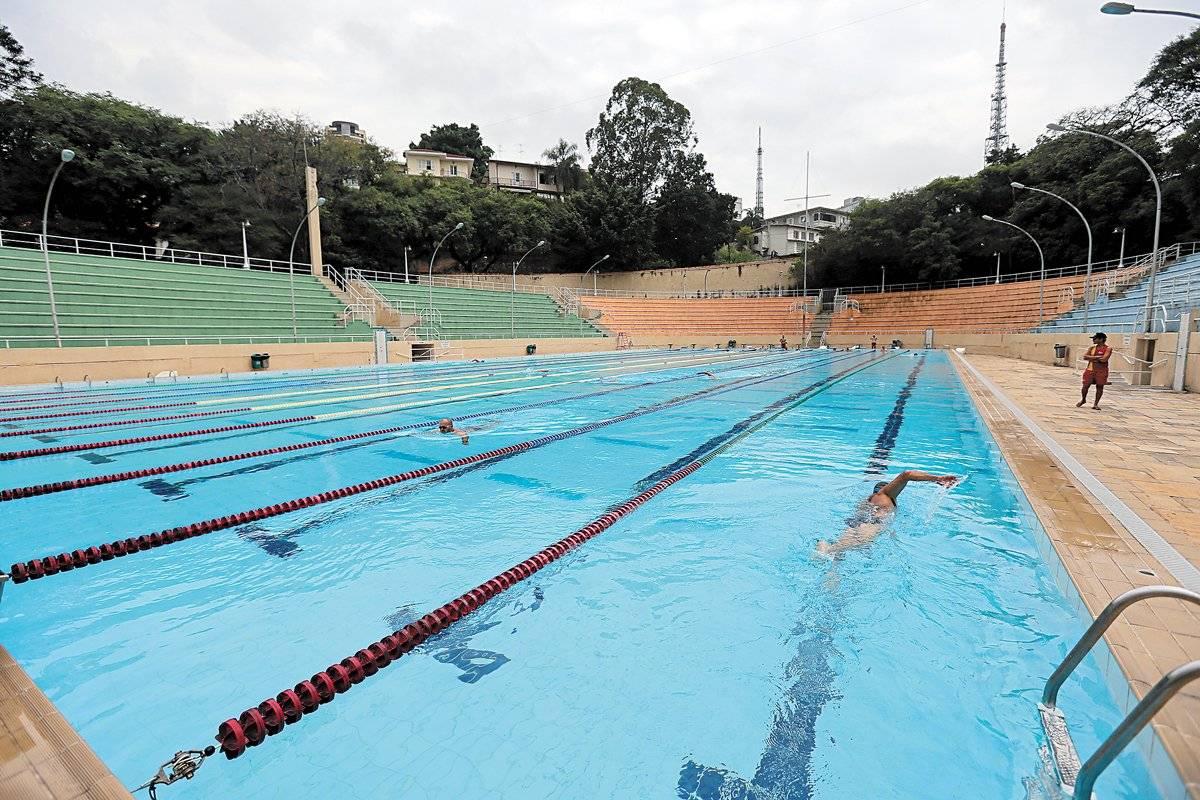 Além do campo de futebol, complexo esportivo de uso gratuito reúne piscina olímpica André Porto/ Metro