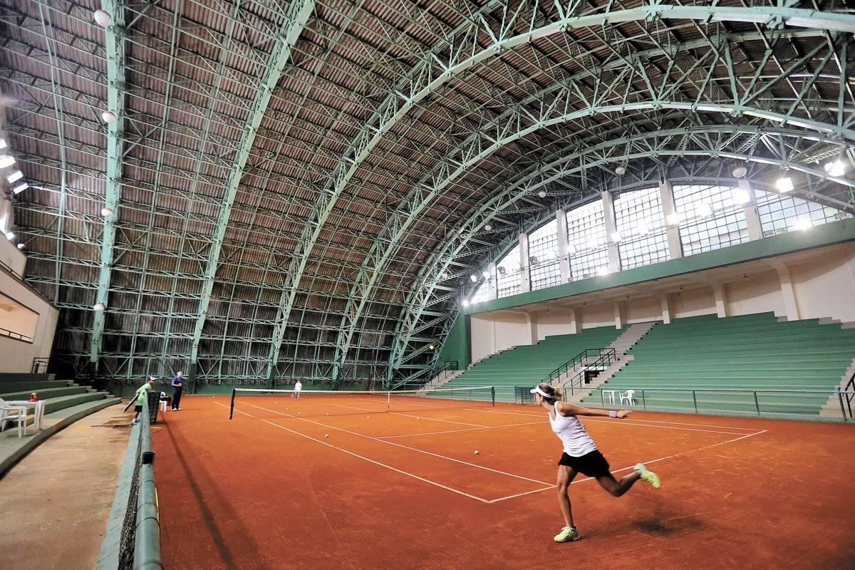...quadras de tênis, salas de ginástica e pista de atletismo André Porto/ Metro
