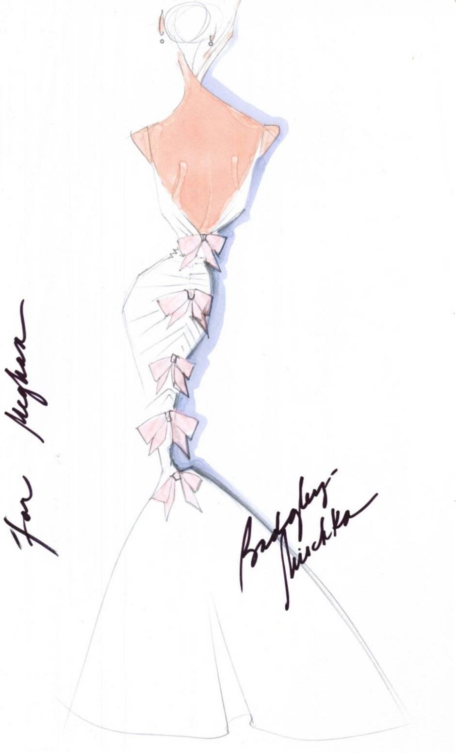 Badgley Mischka quer ver uma noiva moderna e sexy no altar. O estilista desenhou um modelo estilo sereia com laçarotes nas costas Divulgação/WWD