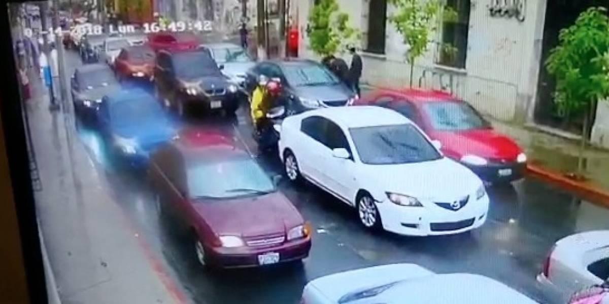 Cámaras de seguridad graban asalto a mano armada en zona 2 de la Ciudad