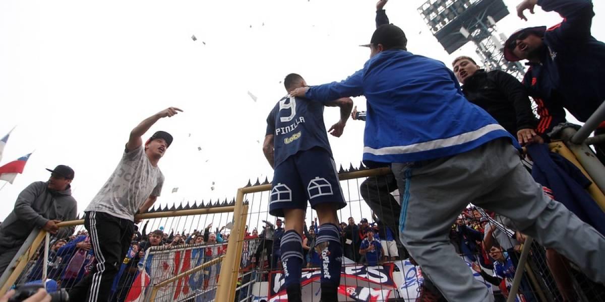 La celebración en la reja le terminó costando una fecha de suspensión a Mauricio Pinilla