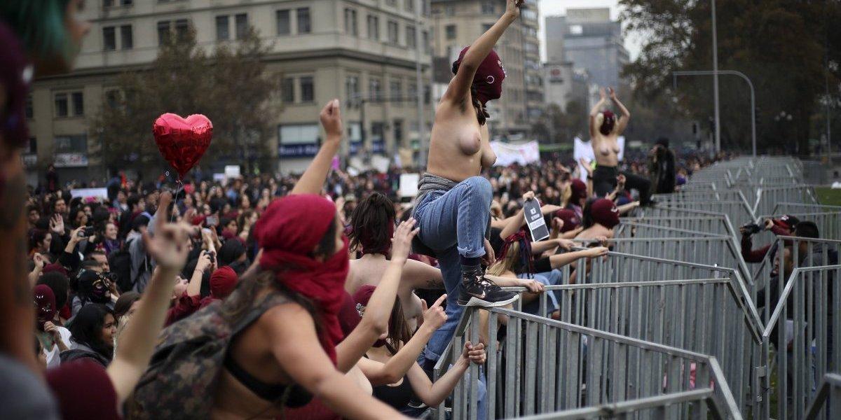De las universidades a la Alameda: la ola feminista se convirtió en marejada en las calles de Santiago