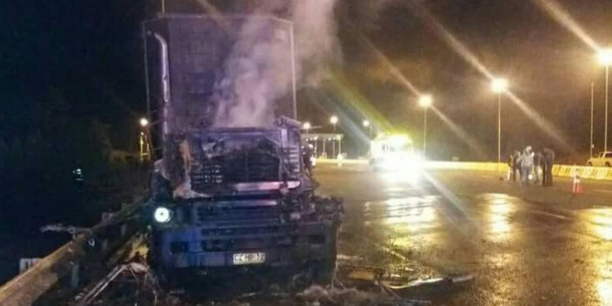 Nuevo ataque incendiario en el Biobío: encapuchados queman dos camiones en Los Álamos