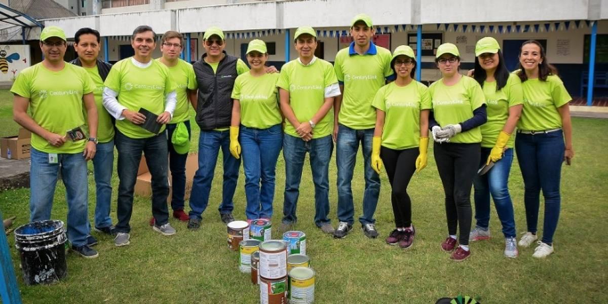 Directivos y trabajadores de CenturyLink realizan actividades de voluntariado educativo