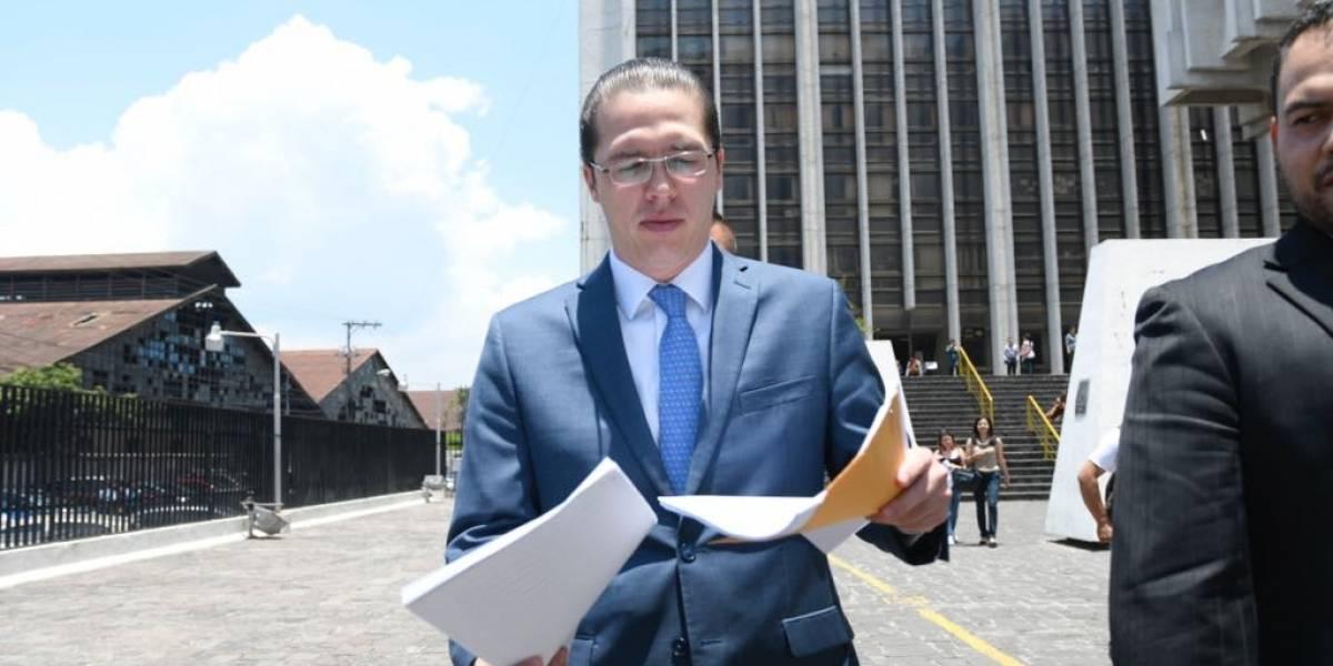 Juez pesquisidor cita por quinta vez al diputado Felipe Alejos