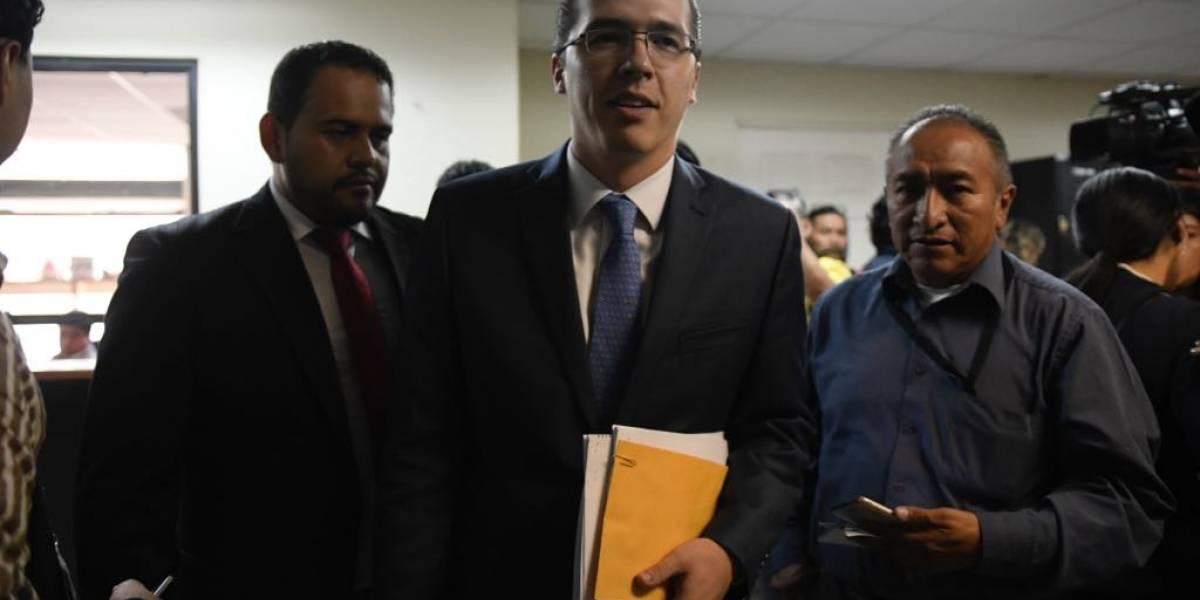 Diputado Alejos insiste en separar a juez pesquisidor de antejuicio en su contra