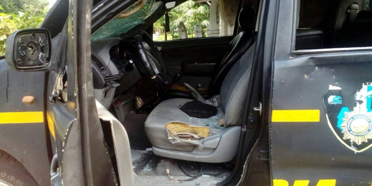 VIDEO. Destruyen patrulla y retienen a dos agentes PNC en Coatepeque
