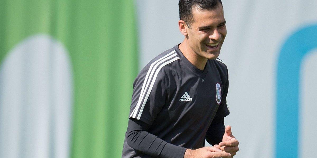 Márquez entrena sin patrocinio en su playera