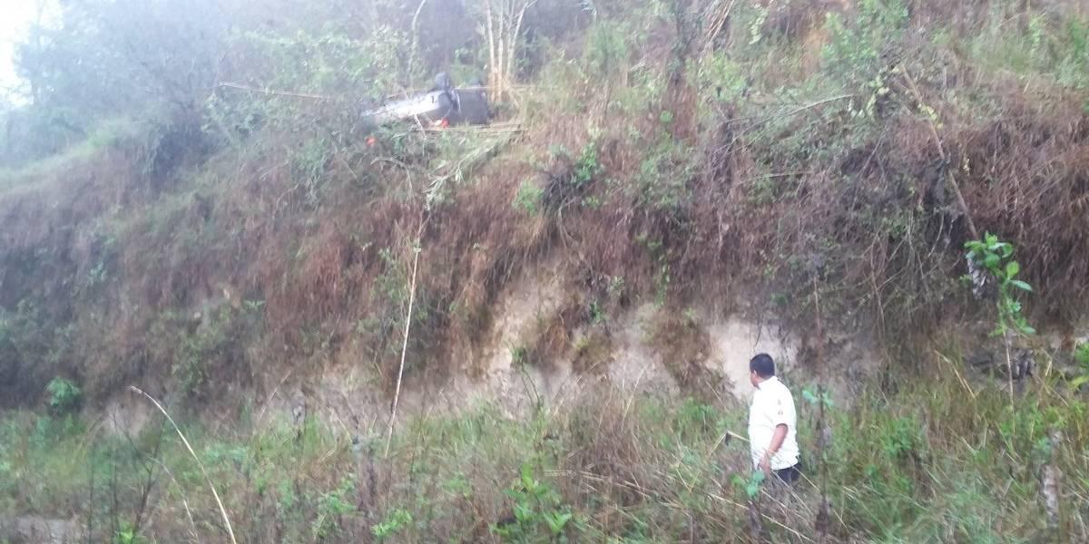 Vehículo cae a barranco en zona 5 y ciudadana coreana resulta herida