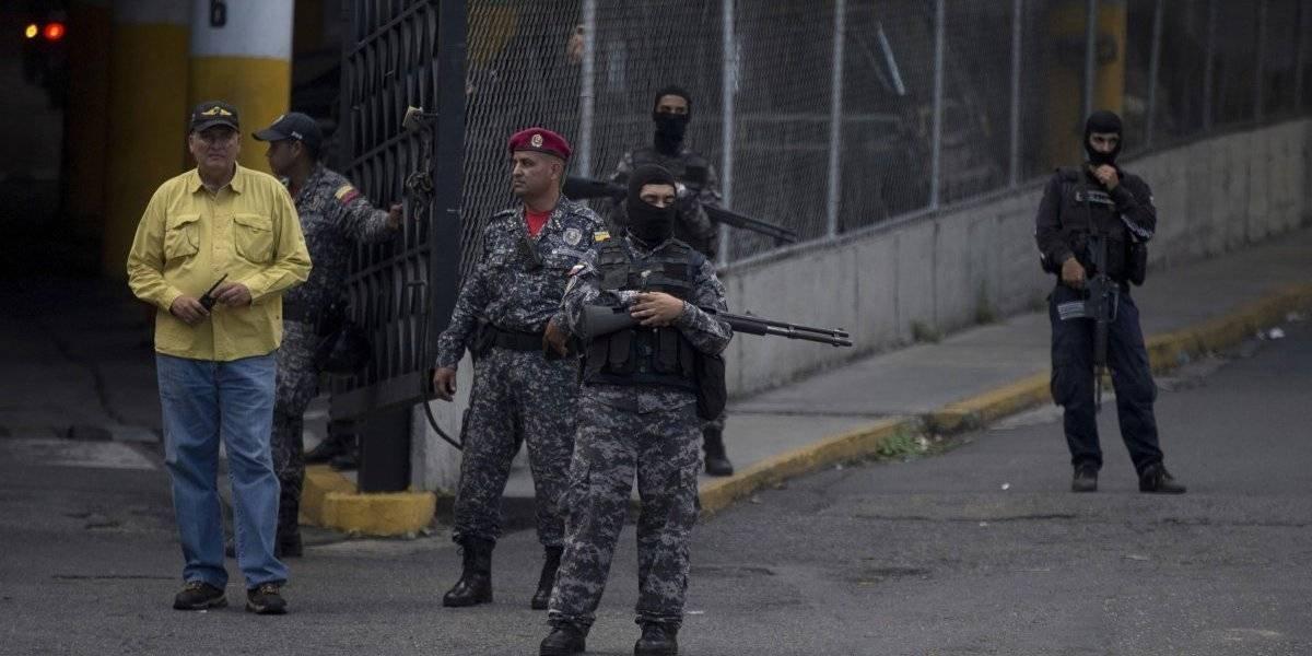 """Máxima tensión en Venezuela: presos políticos se toman la siniestra cárcel """"El Helicoide"""""""