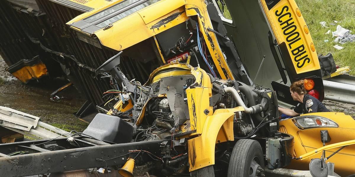 Al menos 2 muertos y 45 heridos en accidente de autobús escolar en EU