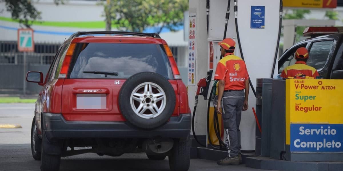 Clientes de gasolineras se quejan y denuncian sobre alza en combustibles