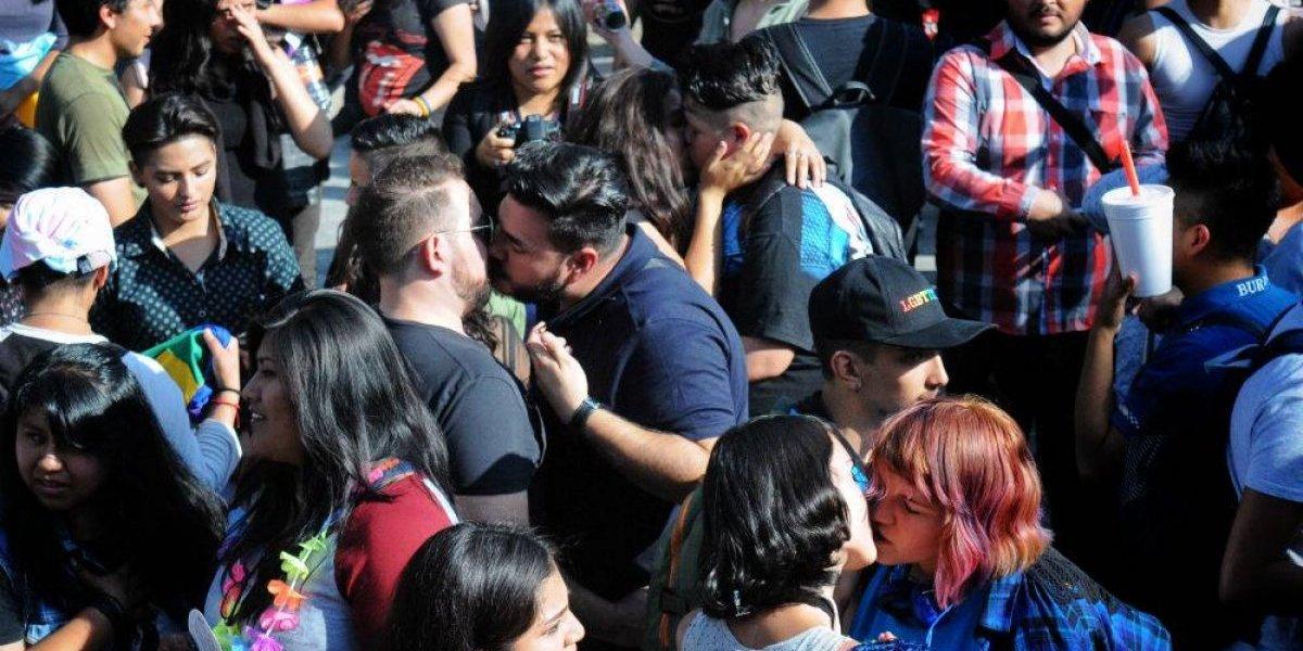 FOTOS: Parejas del mismo sexo se unen en Besotón contra la homofobia