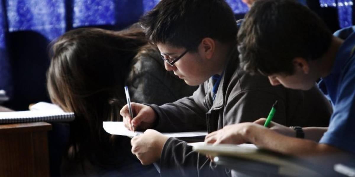 86% de los escolares de 1º básico a 4º medio lleva su celular todos los días al colegio