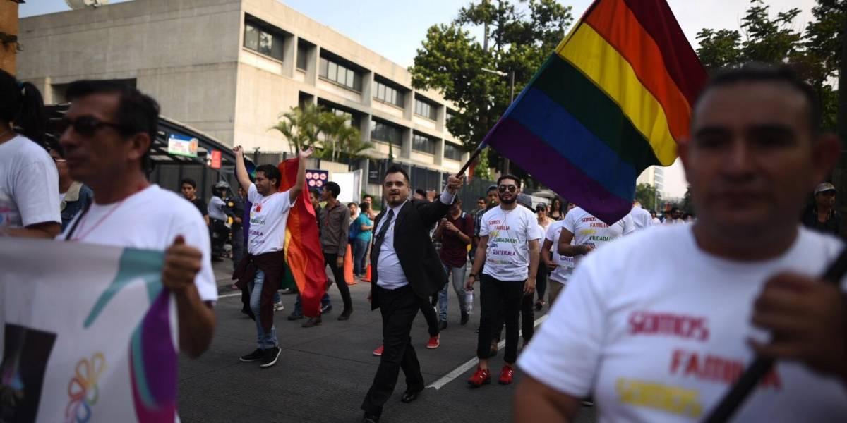EN IMÁGENES. Realizan caminata en el marco del Día Internacional contra la Homofobia y Transfobia