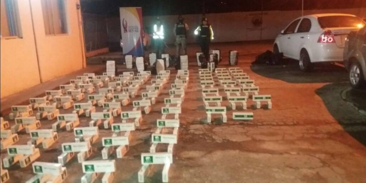 Ministerio del Interior halla más de 100.000 unidades de cigarrillo en taxi abandonado en Cayambe