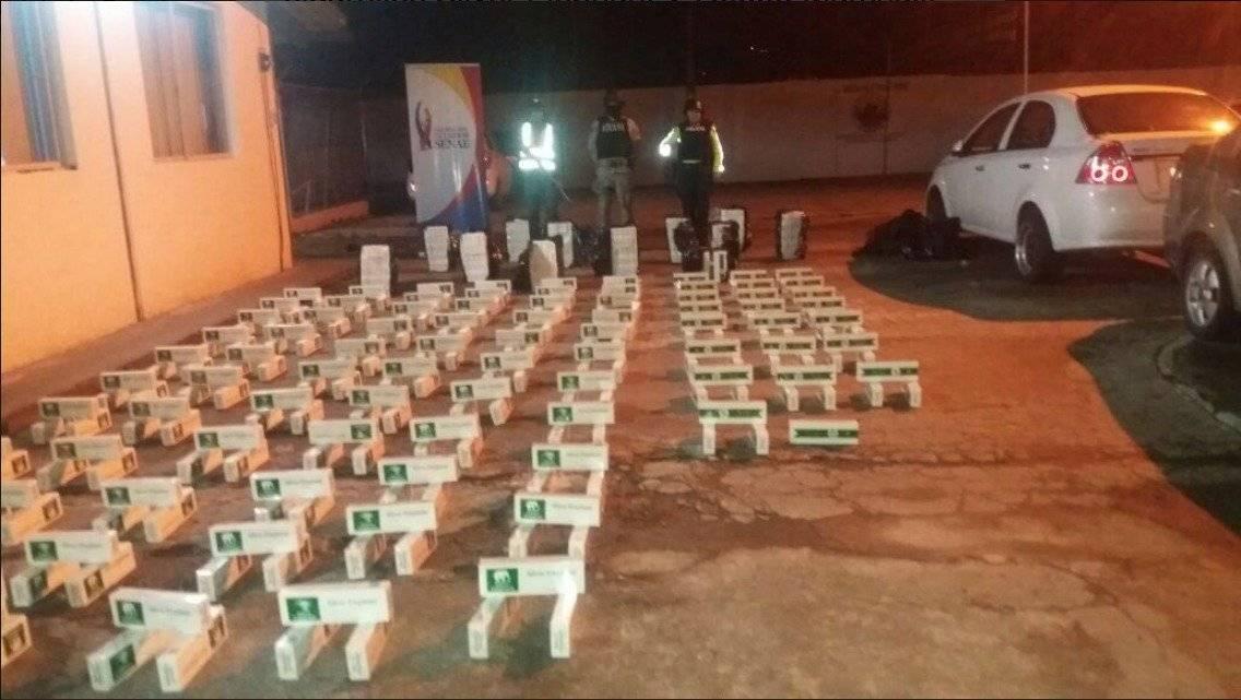 Hallan más de 100.000 unidades de cigarrillo en taxi abandonado en Cayambe Cortesía Twitter