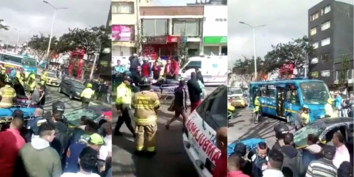 Video: choque de carro contra puesto de empanadas deja 4 heridos en Bogotá