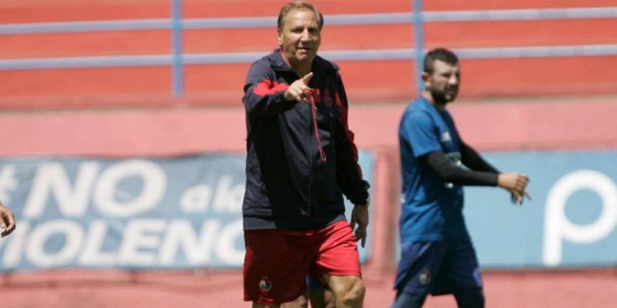 Enzo Trossero dirige una práctica en su segunda época con los Rojos