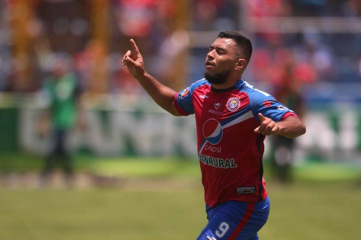 Mario Castellanos celebra un nuevo gol con Xela