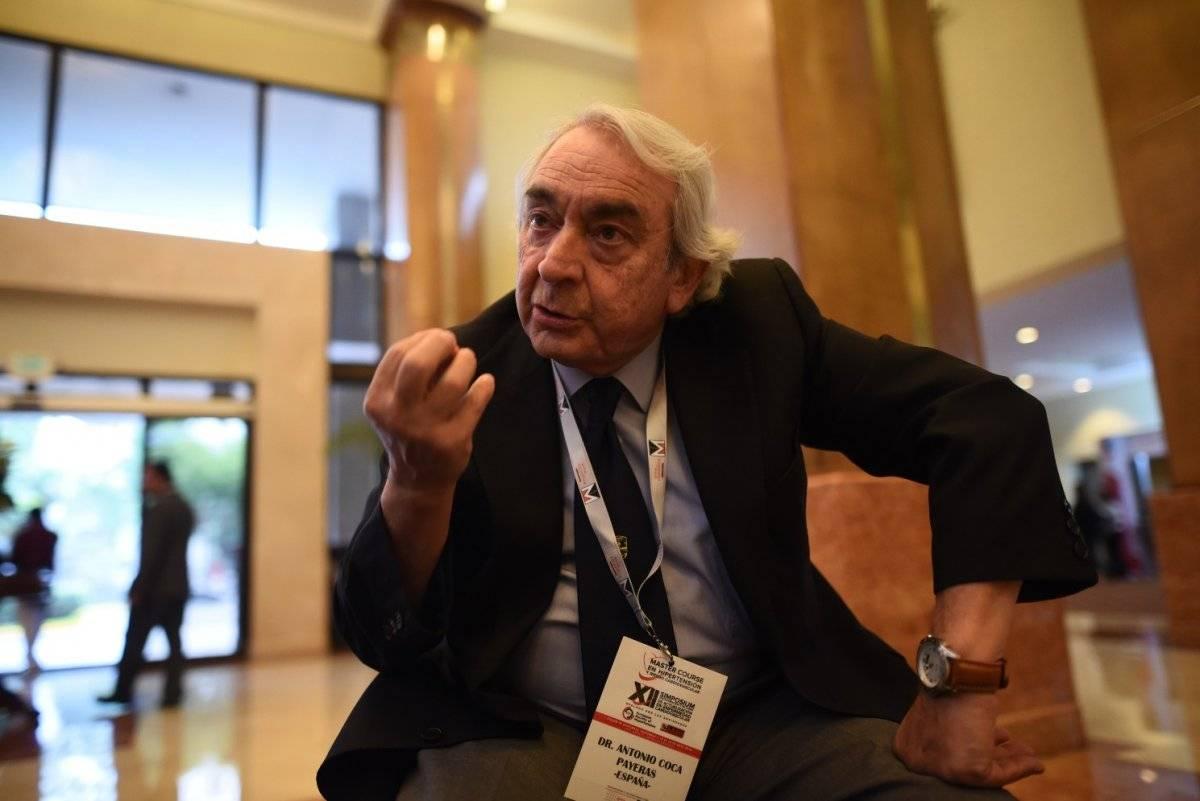 Dr. Antonio Coca Payeras, catedrático de Medicina Interna de la Universidad de Barcelona y miembro del Comité Científico de la Sociedad Europea de Hipertensión.