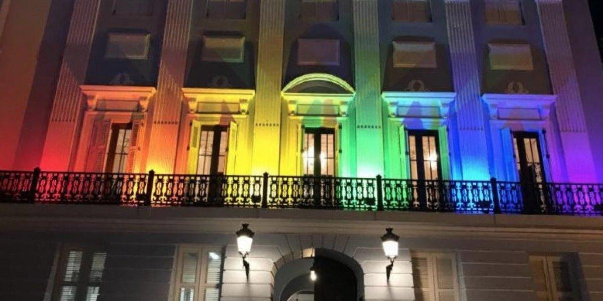 Se ilumina La Fortaleza a favor de la comunidad LGBTT