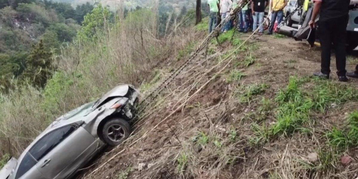 VIDEO. Así fue el retiro del vehículo que cayó en área militar de zona 15