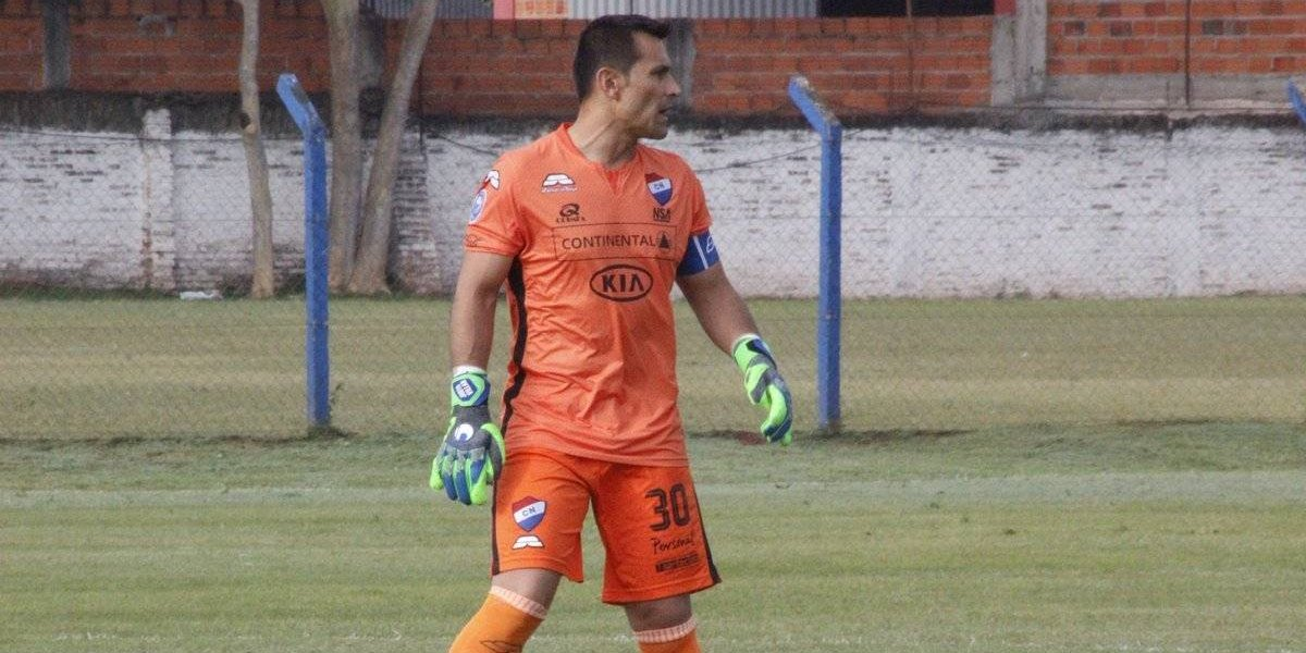 Justo Villar volvió a jugar en Paraguay tras un año y dos meses lesionado