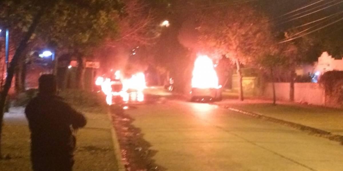 Fuertes disturbios y tacos en la zona: manifestantes queman tres vehículos en Macul