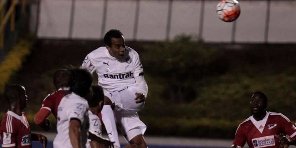Wilson Lalín en un partido de los cremas en Concacaf