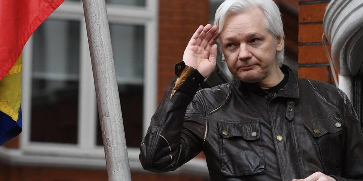 """Ecuador retira la """"seguridad adicional"""" de su embajada en Londres en la que se refugia Julian Assange"""