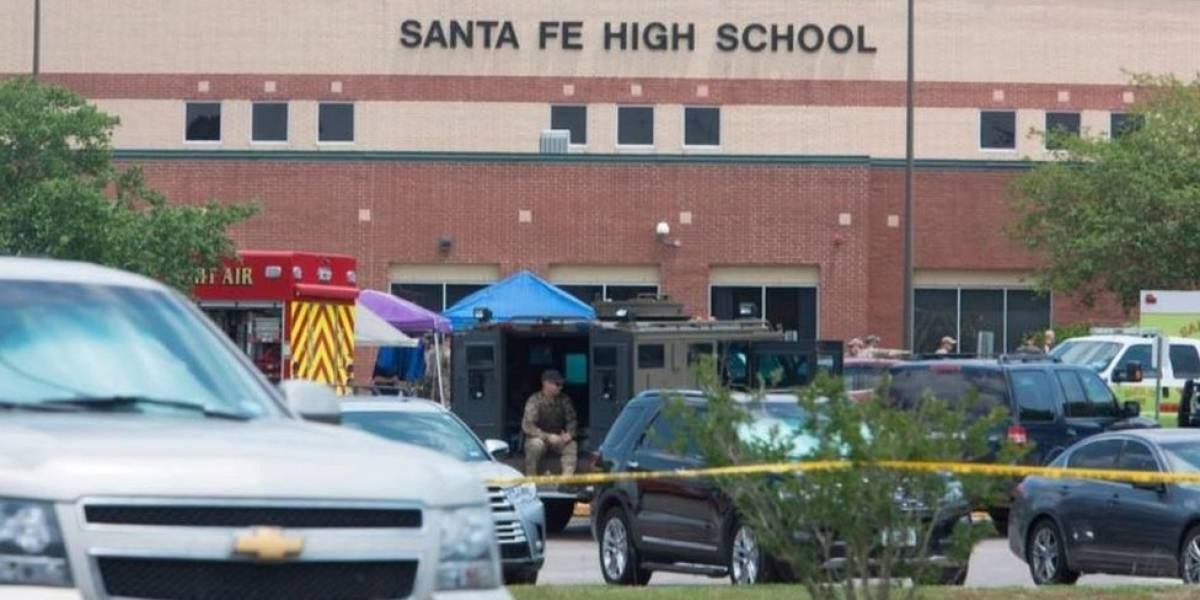 Adolescente suspeito de matar 10 em escola usou arma do pai, diz governador do Texas