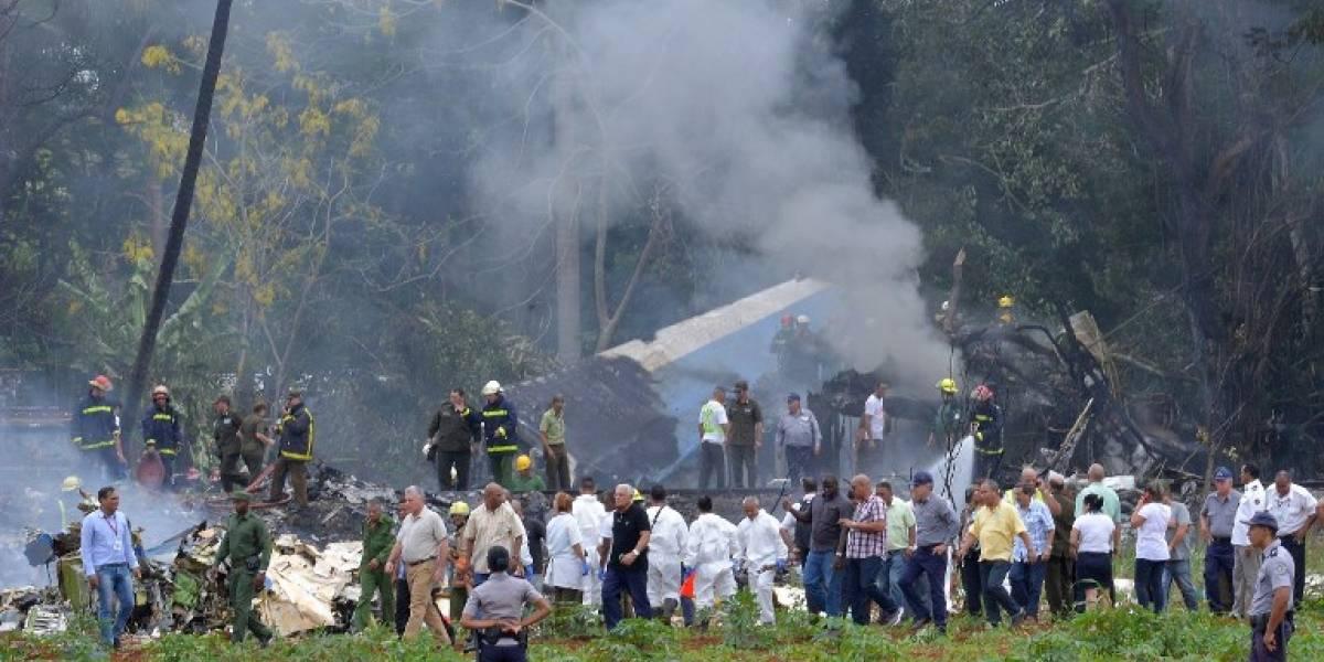 VIDEO. Brigadas rescatan a tres sobrevivientes de avión que se estrelló en Cuba con 104 pasajeros