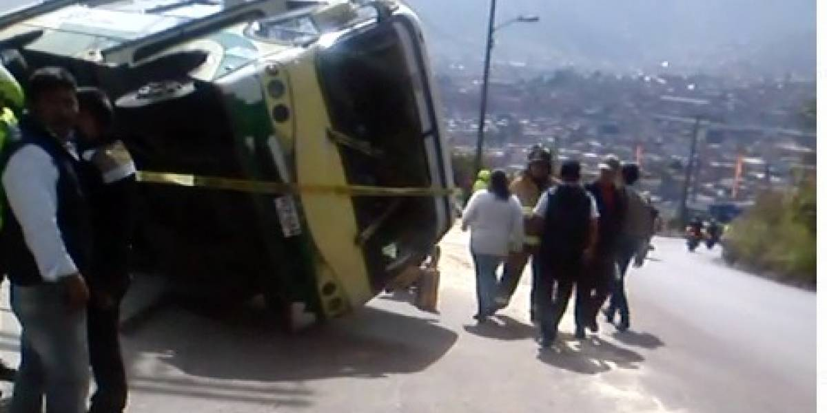Se volcó bus del SITP provisional en el sur de Bogotá