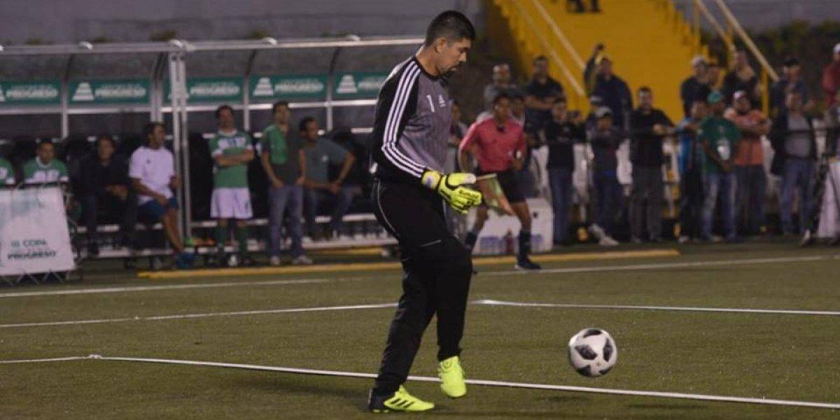 "VIDEO. ""El Gato"" Estrada le ataja a leyendas como Trezeguet y Rivaldo"