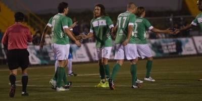 Puyol celebra con sus compañeros