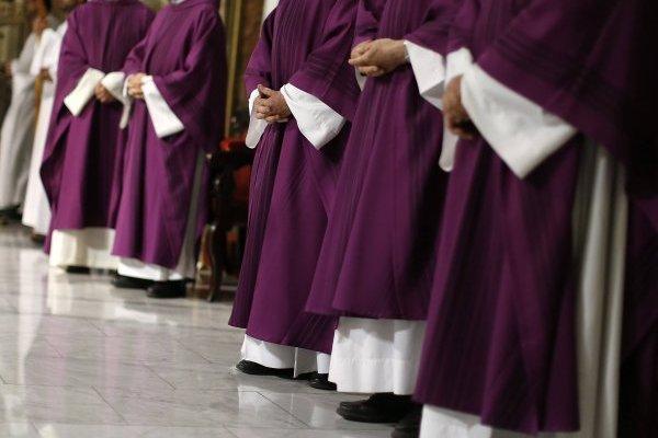 Papa acusa graves negligencias en casos de abusos sexuales de parte de la curia chilena