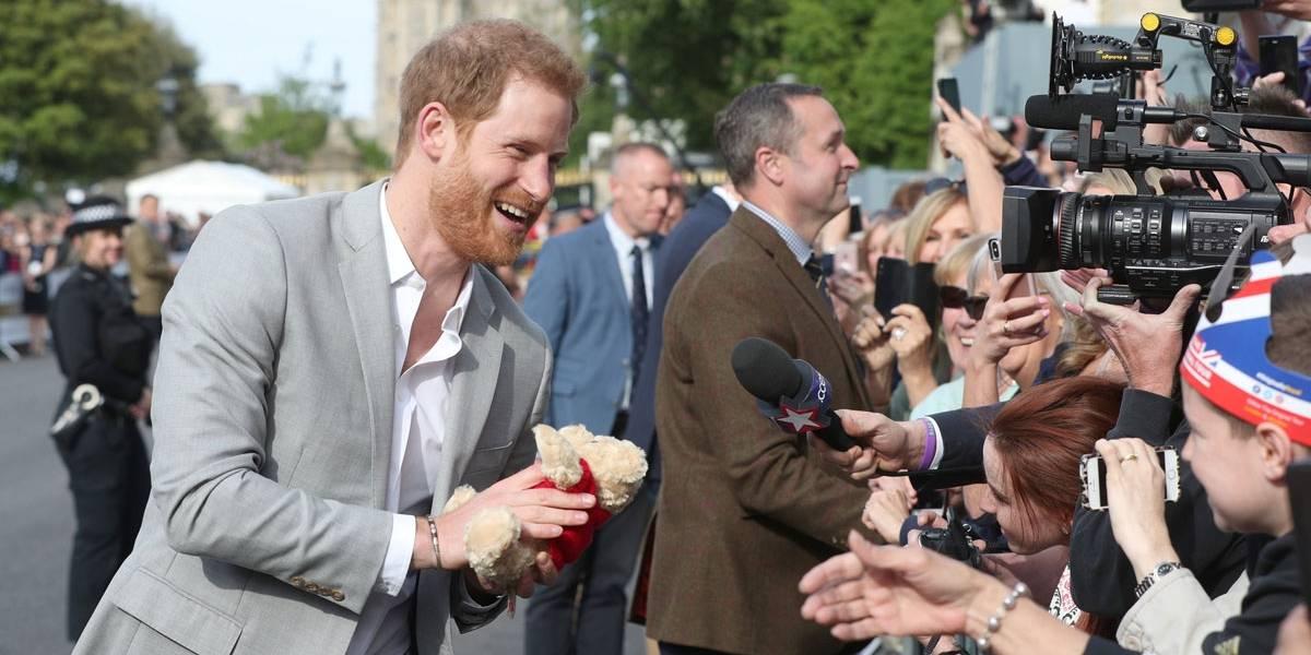 Casamento real: a poucas horas da cerimônia, Harry aparece tranquilo e sorridente