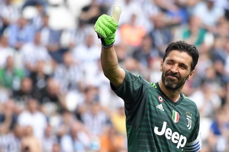 Buffon se despide de la afición de la Juve