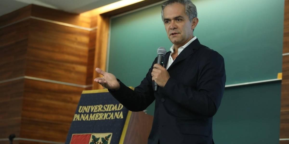 ¿Quieren seguir con un presidencialismo caduco?, cuestiona Mancera a universitarios