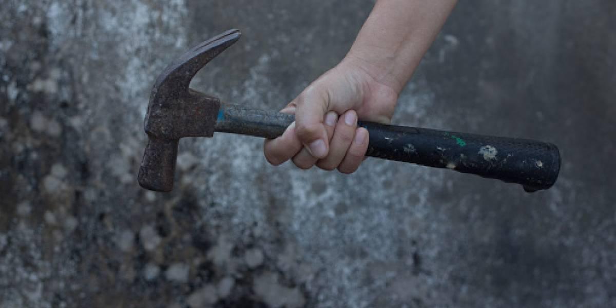 Joven mata a su padre a martillazos cansada de recibir burlas por su gordura