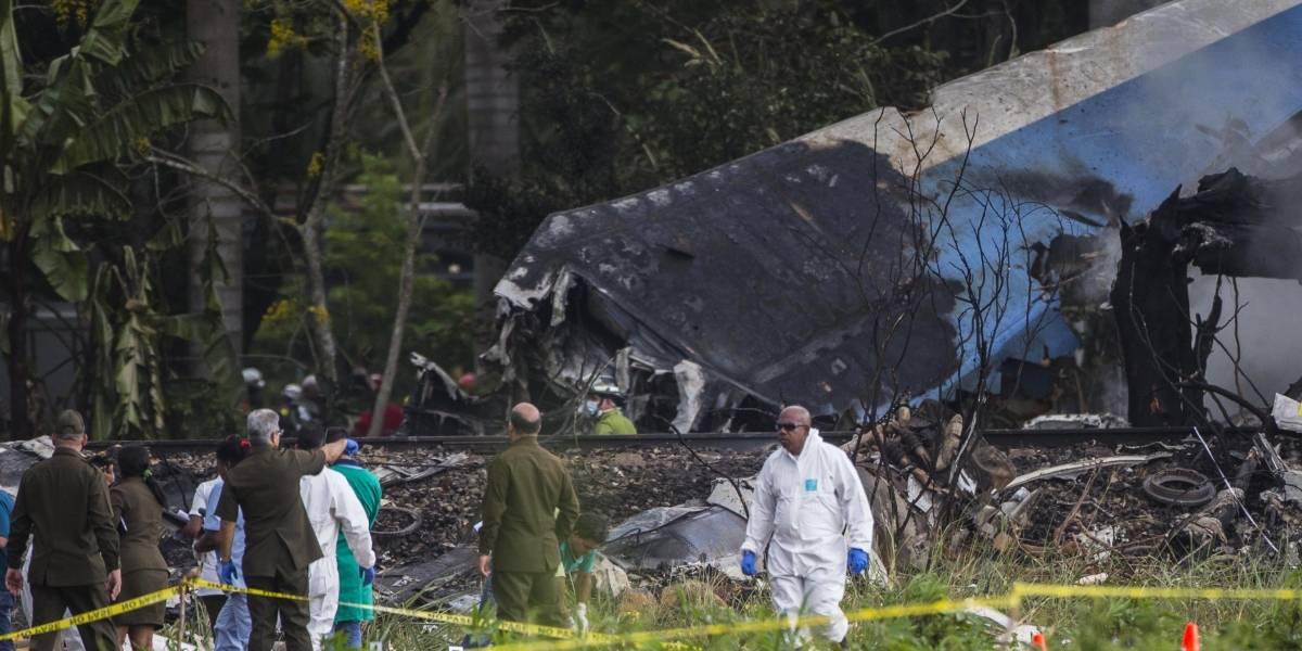 Tres supervivientes de accidente aéreo en Habana siguen graves pero estables