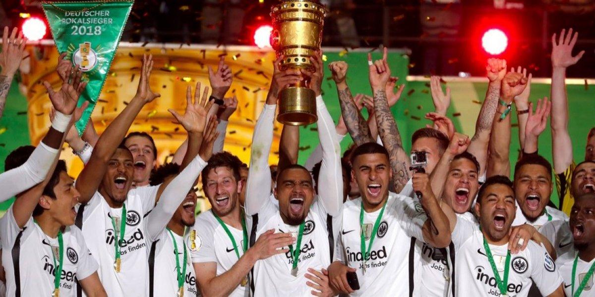 Salcedo y Marco Fabián se coronan en la Copa de Alemania