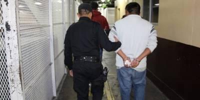 Detenidos con visa falsa
