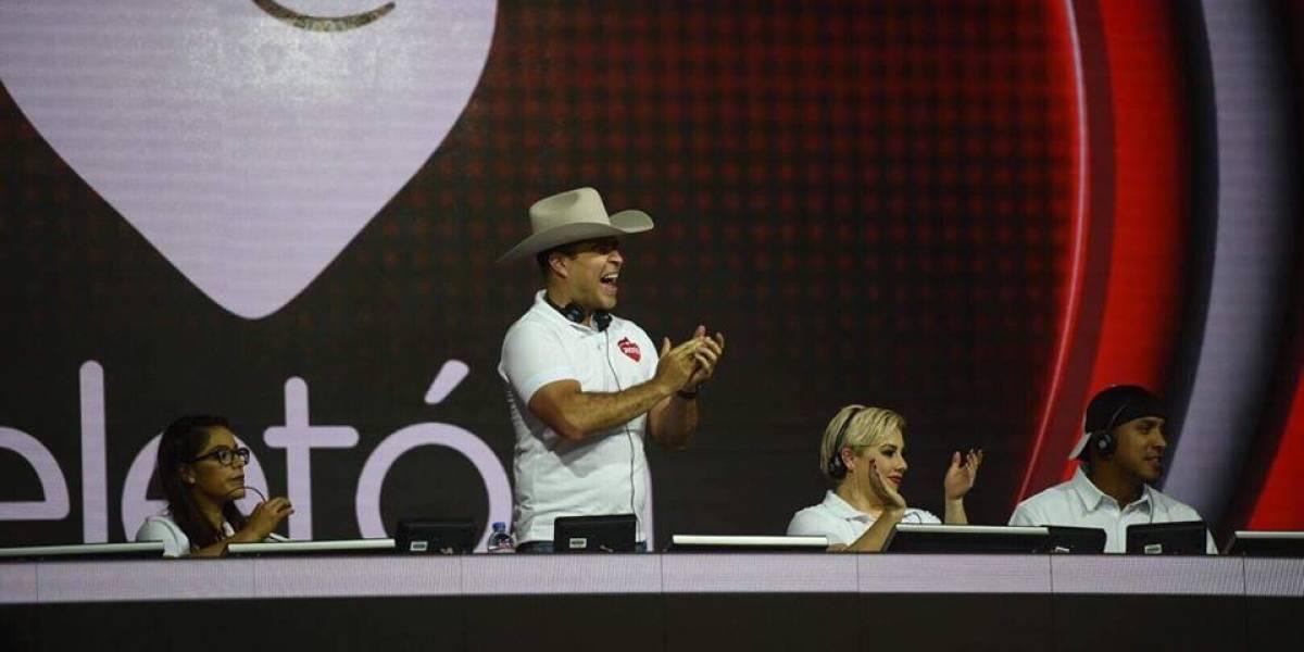 Neto llega a la Teletón y subasta su sombrero y el traje con el que ganó las elecciones