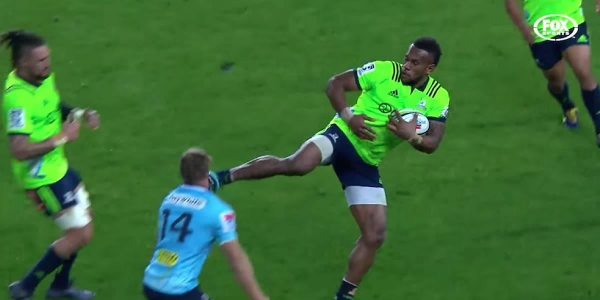 Jugador de rugby propina tremenda patada en el rostro a su rival